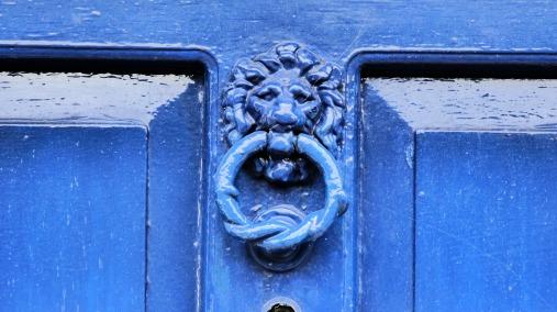 llamando a la puerta del color